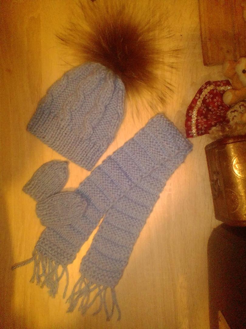 Комплект шапочка с помпоном из енота, шарфик, варежки на куклу беби бон и других кукол с обхватом головы 32-36см 300руб.