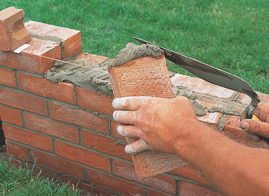 Каменщики: кладка кирпича, блоков, камня